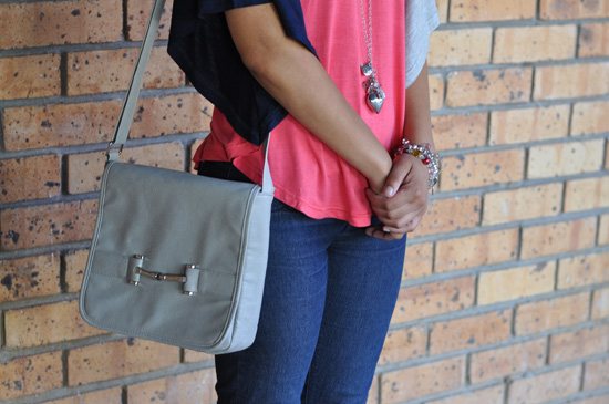 abiAbigail Personal Style - Three-Tone Top, Grey Bag