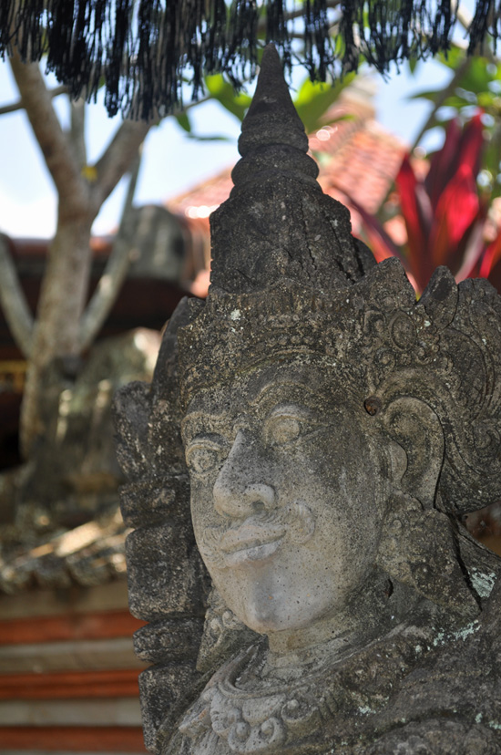 Bali - statue outside temple