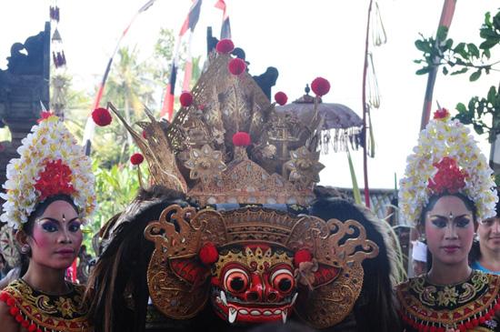 Bali Barong Dance participants