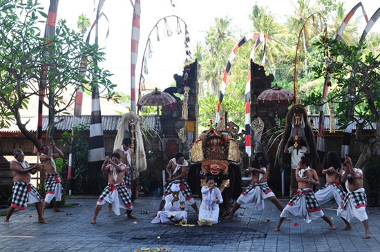 Bali - Barong Dance - Men in trance